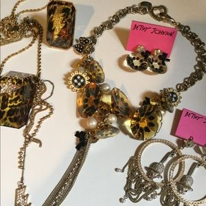 Betsey Johnson jewelry mix selling separately also
